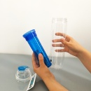Butelka z pojemnikiem na owoce/lód 0,8 l Sagaform Fresh niebieska